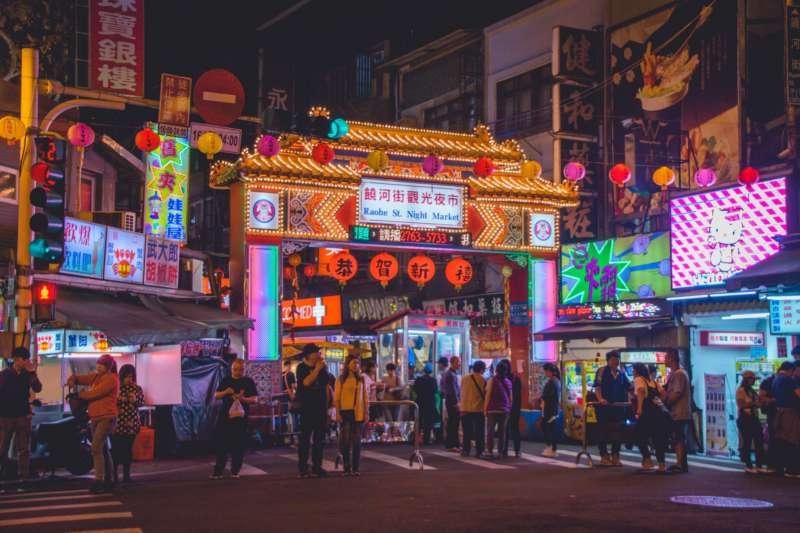 夜市小吃是台灣飲食文化拼圖中不可或缺的一塊(圖/unsplash @thevernon)