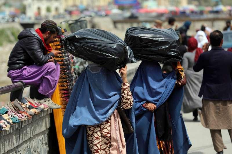 「神學士」游擊隊15日攻進阿富汗首都喀布爾,阿富汗女性未來處境可能變得更惡劣。(圖/美聯社提供)