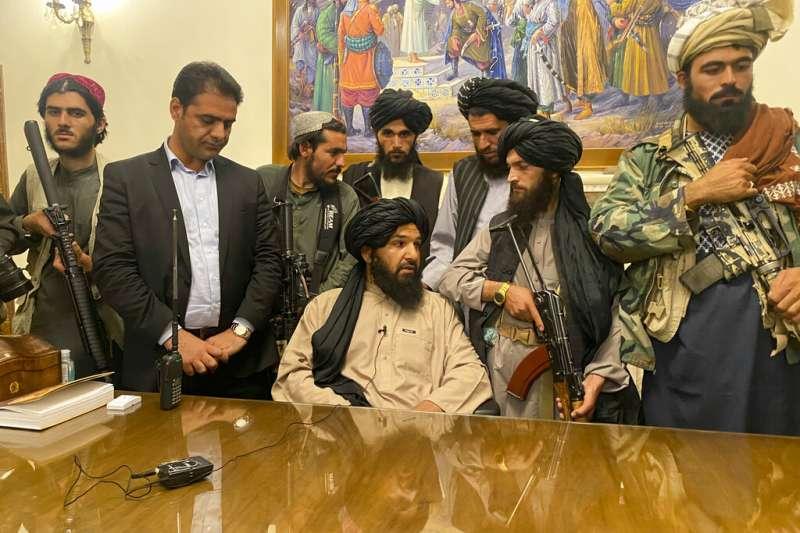 阿富汗政府軍失去美軍的支持後潰敗,8月15日塔利班直驅首都喀布爾。(資料照,AP)