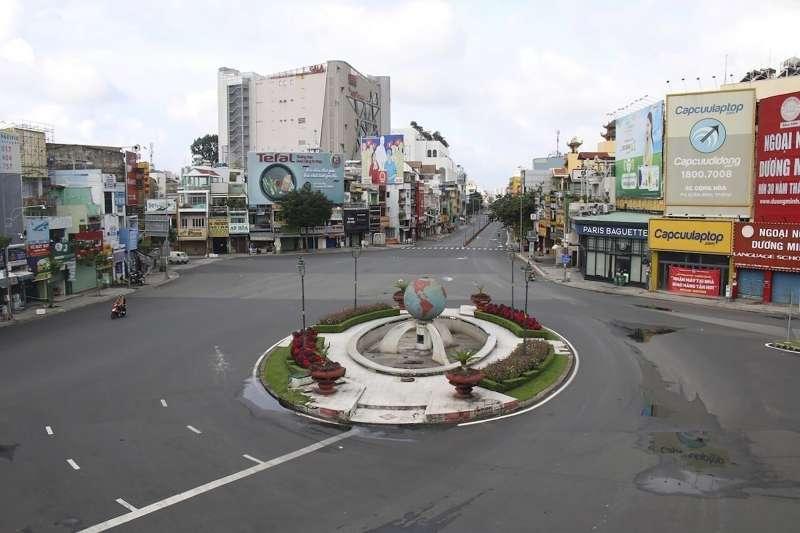 越南疫情自4月起變得嚴峻,迄今胡志明市進入完全封城狀態。(AP)