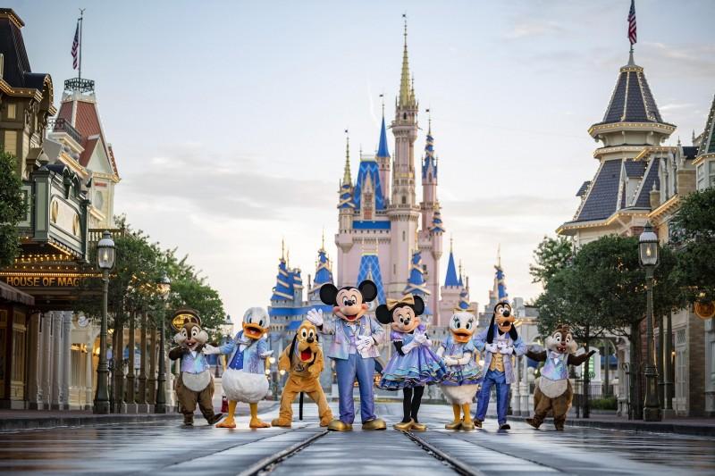美國佛州迪士尼樂園規定旗下員工必須於10月22日前完全接種疫苗(AP)