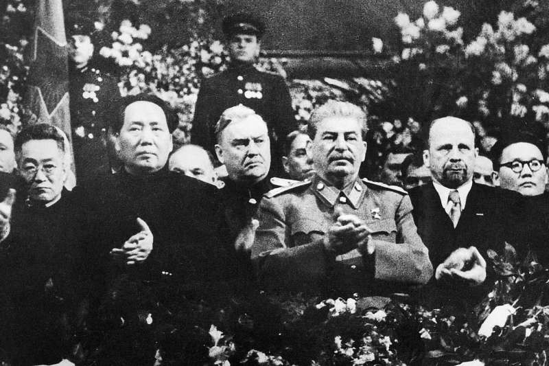 毛澤東對史達林的「一面倒」,摧毀了大英帝國翻盤的最後希望,導致英國無法同時與美蘇競爭。(許劍虹提供)