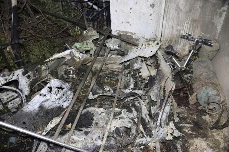 美國29日下午5時左右在阿富汗喀布爾發動無人機襲擊,擊毀一輛準備恐怖攻擊的自殺式汽車炸彈,但波及到旁邊民宅與車輛,疑似造成9名平民喪命。(AP)
