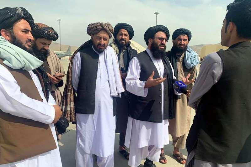 神學士在1996至2001年間統治阿富汗時,實施嚴格伊斯蘭律法,禁止電視、音樂等娛樂,也不准女性受教育。(資料照,美聯社)