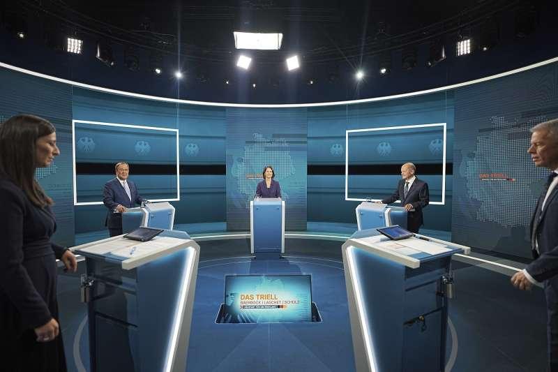 德國大選即將選出下一位德國總理。社會民主黨提名人蕭爾茨、綠黨提名人貝爾伯克、與基民盟提名人拉謝特參加電視辯論會。(AP)