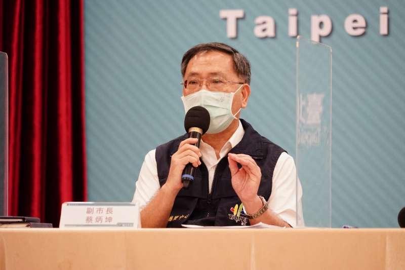 台北市副市長蔡炳坤8日出席北市記者會,說明學校防疫指引。(資料照,北市府提供)