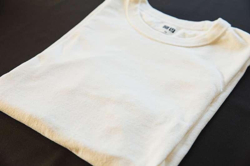 白色衣服穿久出現黃斑該怎麼辦?(圖/取自pexels)