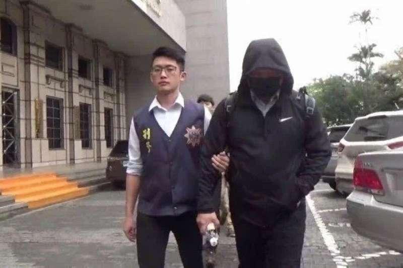 20210904-刑事警察局2019年偵辦台灣巴斯夫公司前資深幹部黃奕霖(戴帽者)等人涉嫌違反《營業秘密法》一案,將黃等人移送桃園地檢署偵辦。(讀者提供)
