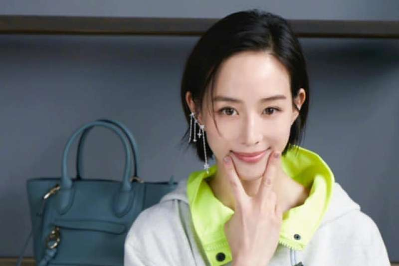 台灣女藝人張鈞甯在2010年碩士論文標題有「我國」2字,就被中國小粉紅扣上台獨帽子。(取自張鈞甯臉書)