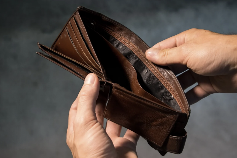 為何年薪百萬仍淪為月光族,該如何開始有效率存錢?(示意圖/取自pixabay)