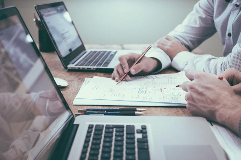 職場其實沒有這麼不順、困難,過來人提出4個方法,讓你逆境活成順境。(示意圖/取自pixabay)