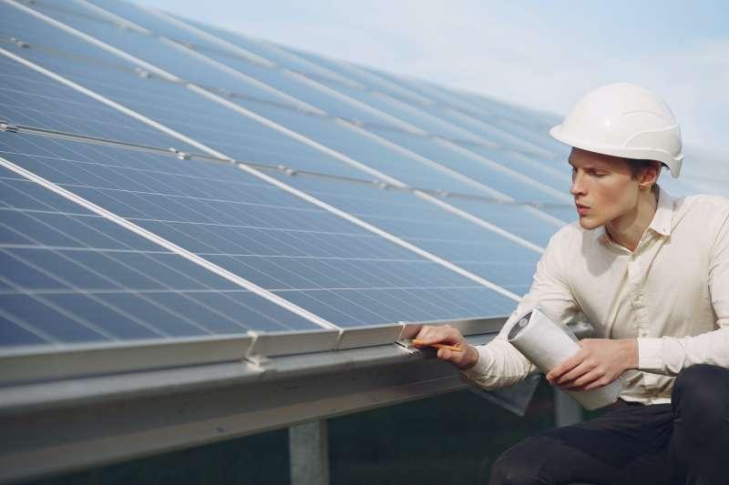 買綠電具挑戰性,專家親授五套採購功法,助你成功買到。(圖/取自Pexels)