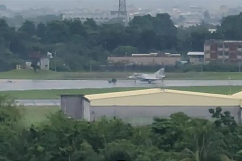 台灣F-16V戰機,在短短一個月內,連續發生三次離奇意外,加上空軍將領涉入間諜案等因素,空軍內部氣氛詭異。(網路截圖)