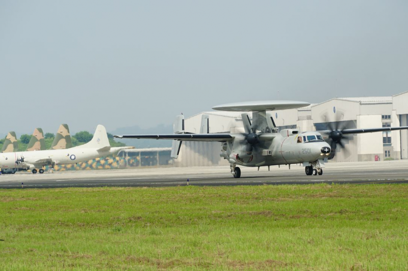 台灣主力戰機,為了九月份的漢光37號演習屏東縣佳冬戰備跑道的起降排演,目前齊集在空軍屏東6聯隊基地集訓。(圖/中央社)