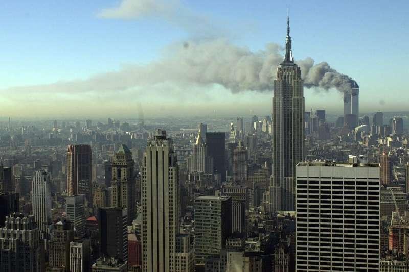 九一一、2001年9月11日,紐約世貿中心大樓遭蓋達組織劫持飛機撞毀。(AP)