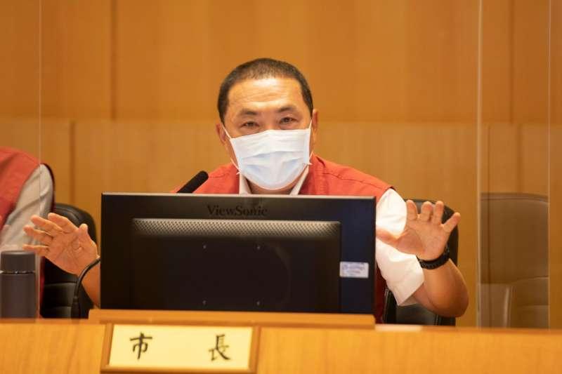新北市長侯友宜8日上午主持市政會議,會中針對幼兒園染疫事件進行討論。(新北市政府提供)