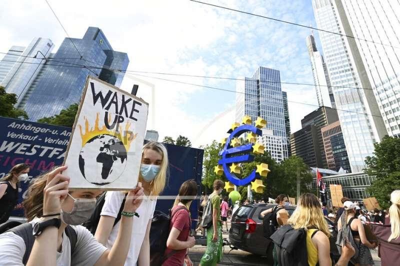 20210813-德國年輕世代發起「周五拚未來」(Fridays for Future)運動,要求政府積極對抗氣候變遷。(美聯社)