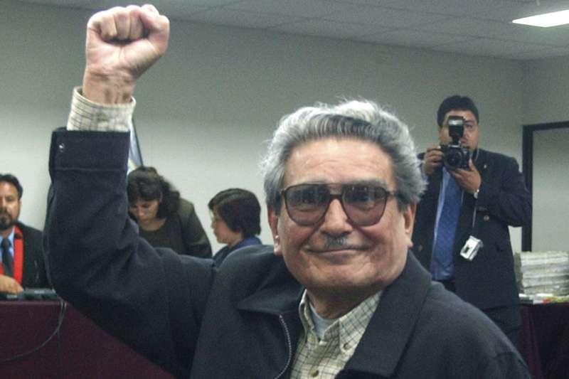 2021年9月11日,秘魯恐怖組織「光明之路」領導人古茲曼(Abimael Guzmán)死亡,民眾上街慶祝(AP)