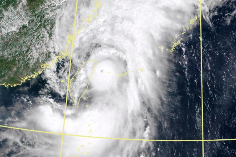 璨樹颱風席捲台灣。(取自中央氣象局)