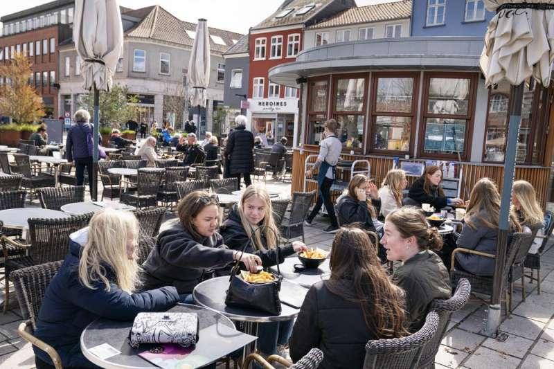 9月10日起,丹麥取消全部的新冠肺炎防疫限制措施(美聯社)