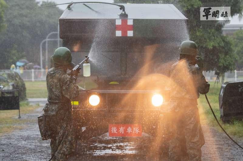 國軍「漢光37號演習」實兵演練13日展開,39化學兵群進行除污作業。(軍聞社提供)