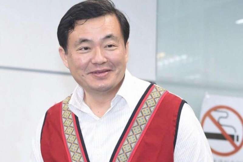 洪耀福被控在擔任民進黨秘書長期間,找國營事業高層去中央黨部「喬」有關公股事業的股權交易。(資料照,取自洪耀福臉書)