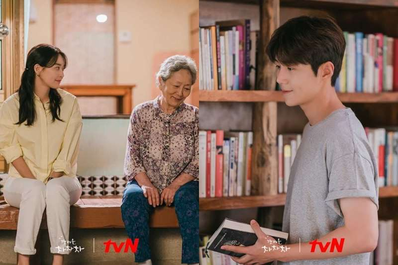 Netflix韓劇《海岸村恰恰恰》故事內容描述在海邊的小村莊,來了一位首爾的女牙醫師,同時在這裡遇見了包辦村莊裡大小事務的男人互相治癒的故事。(圖/取自imdb官網)