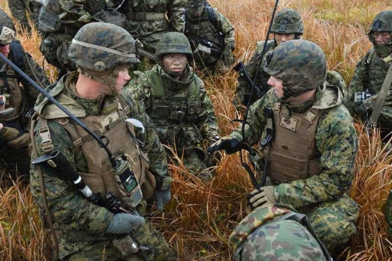日本陸上自衛隊第42普通科連隊與美軍陸戰隊進行聯合演練。(陸上自衛隊官網)