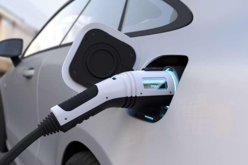Electrek近期報導,特斯拉計劃於2023年推出售價2.5萬美元的電動車將帶領新一波市場行情。(圖/freepik)