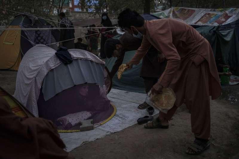 阿富汗首都喀布爾一處公園的難民帳篷。(AP)