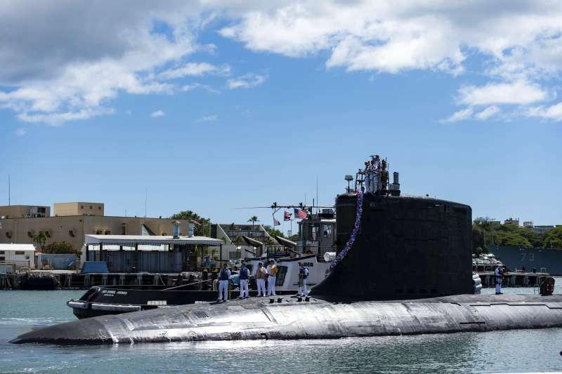 澳洲總理莫里森(Scott Morrison)表示,由於戰略環境的變化,澳洲政府决定購買美國的核動力潛艦,放棄與法國的柴電動力潛艦合約。圖為美國海軍的維吉尼亞級核動力潛艦「伊利諾號」(USS Illinois、舷號SSN 786)(美聯社)