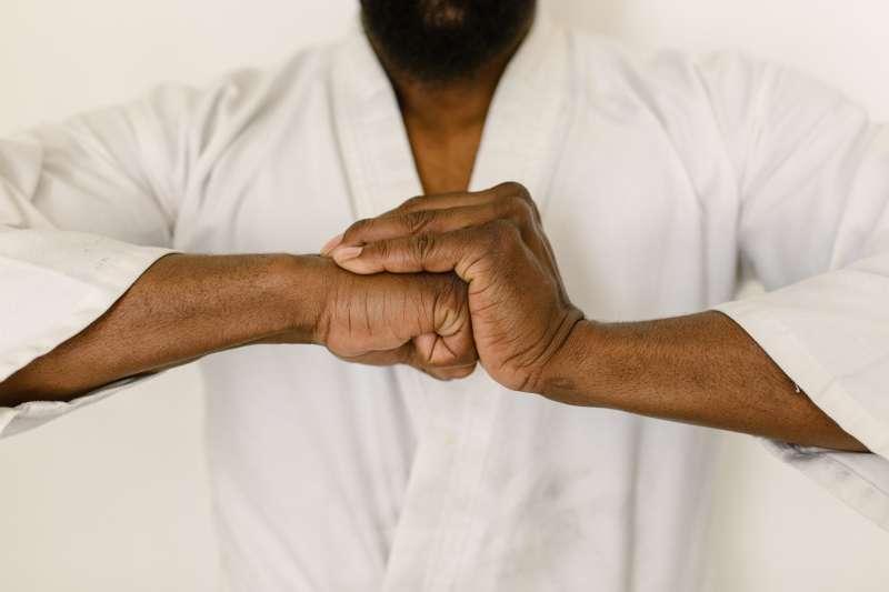 佛家道家的道功氣功為國術的道氣功的本源,由此所生的意氣及內勁則形成上乘武功和拳法技法。(示意圖/取自Pexels)