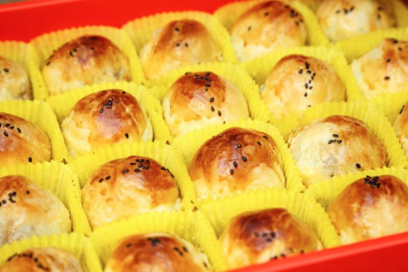 蛋黃酥千萬不能直接放進微波爐加熱! (示意圖/取自flickr@AlbertHsieh)
