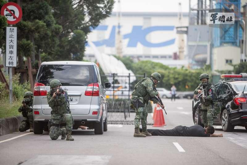 20210916-陸戰66旅及憲兵205指揮部官兵,16日下午在台北港進行實兵演練。(取自軍聞社)