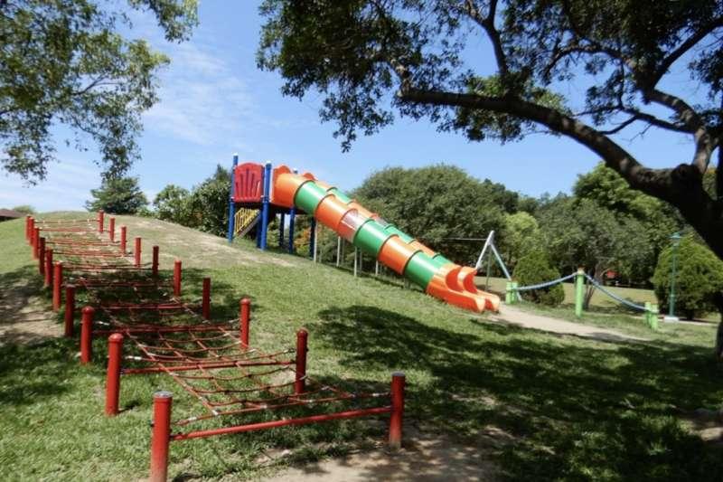 黃偉哲市長上任即積極籌措經費,台南市336座公園,逐步針對不合格的設施進行改善,預計年底完成改善138座。(圖/台南市府提供)