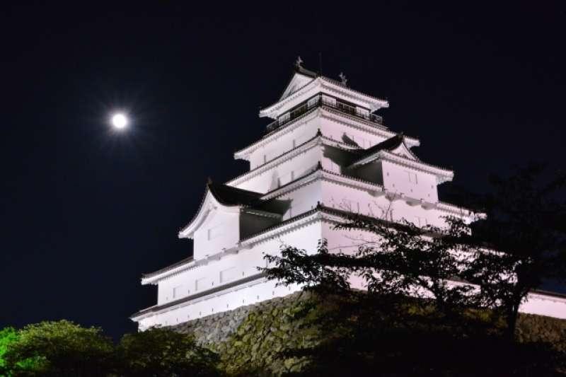 日本中秋節不吃月餅,也不烤肉,其中還有許多習俗活動與台灣大不相同。(圖/取自photoAC)