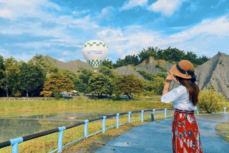 高雄熱氣球試飛成功,讓民眾不用出國也能置身於土耳其及巴黎。(圖/高雄市政府觀光局 提供)