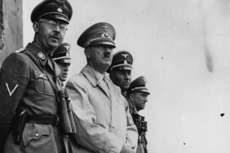 阿道夫·希特勒和納粹警察局長海因里希·希姆萊——兩人都是雅利安神話的信徒。(BBC中文網)