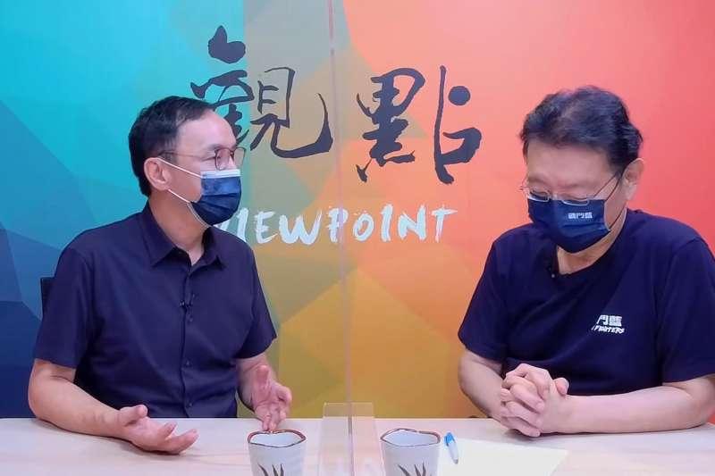 國民黨主席選舉將於25日投票,候選人朱立倫(左)17日上午接受中廣董事長趙少康(右)網路直播訪問時表示,若張亞中當選他相信國民黨會分裂。(取自觀點Youtube頻道)