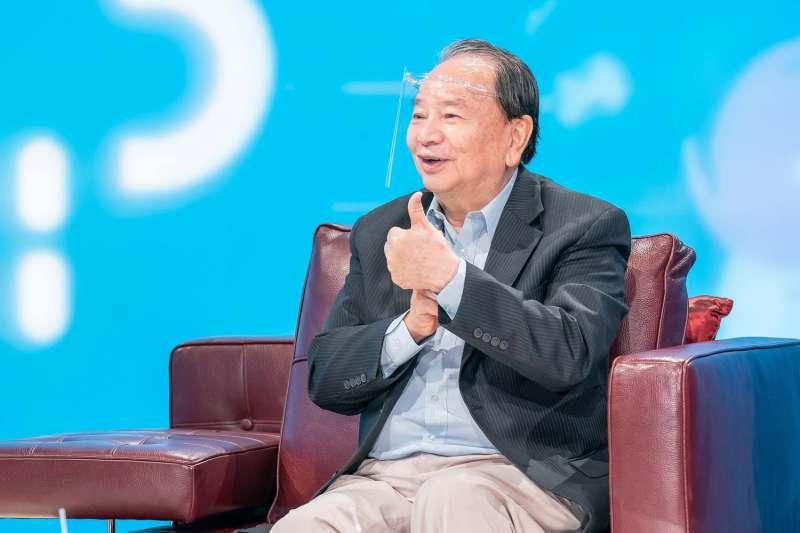第56屆金鐘獎特別貢獻獎得主氣象專家任立渝17日首度「回娘家」,參加《TVBS看板人物》節目錄製。(TVBS提供)