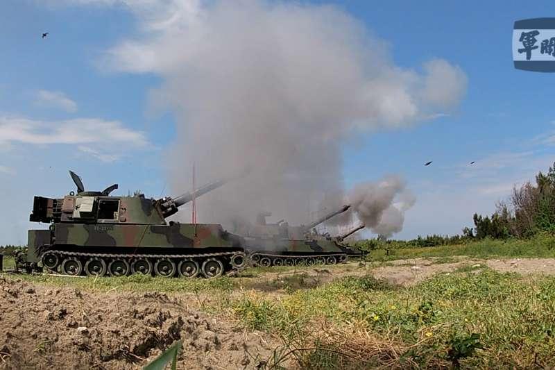 20210917-五戰區M109A2自走跑反登陸射擊 (取自軍聞社)