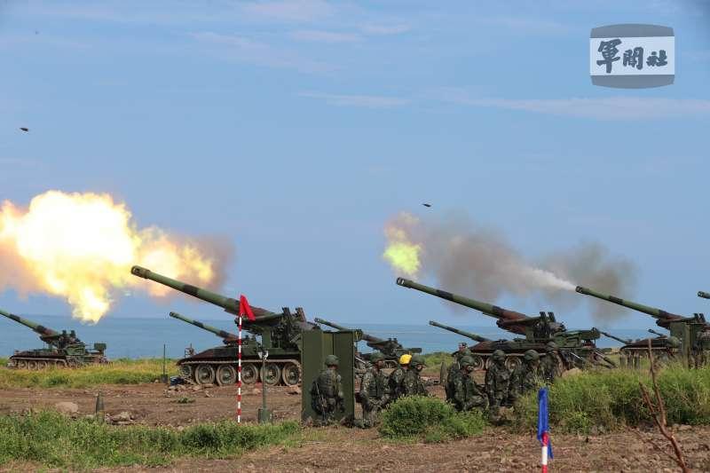 國軍漢光37號演習實兵演習16日進入第4天,四戰區M110A2自走砲進行反登陸射擊。 (資料照,取自軍聞社)