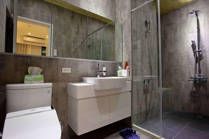 浴室、廁所雖然坪數不大,卻非常容易潮濕、發黴,絕對是大掃除中最令人困擾的地方。(圖/取自wukuscott@flickr)