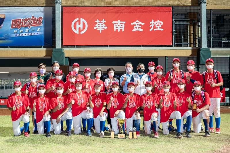 桃園市代表隊奪得110年華南金控盃全國青少棒錦標賽冠軍。(圖/華南金控提供)