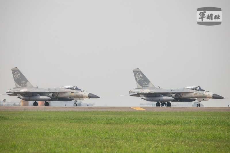 漢光演習17日邁入第5日,空軍IDF戰機執行「連續反擊作戰」任務。(取自軍聞社)