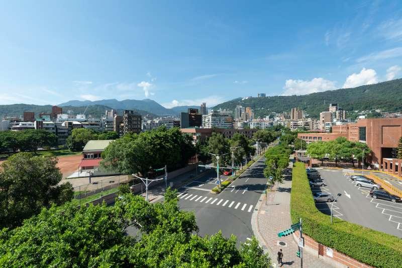 使館特區旁,全新建築聚落,宛如市中心小重劃區,街廓感齊質。(圖/業者提供)