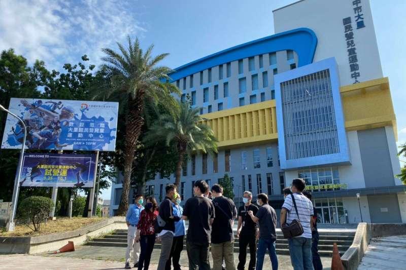 大里國民暨兒童運動中心為台中市第5座國民運動中心,內部設有孩童運動專屬空間,讓大人、小孩一起運動。(圖/台中市政府)