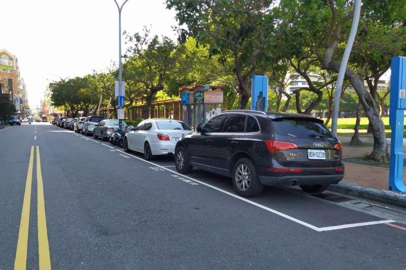 繳停車費更加方便,台中市政府交通局跟行動支付及金融電信業者合作,讓民眾可以線上繳費跟線上購票。(圖/台中市政府)