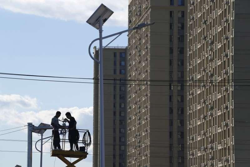 2021年9月,中國房地產鉅子「恒大集團」財務危機全面引爆,中國房地產與金融市場面臨重大考驗(AP)