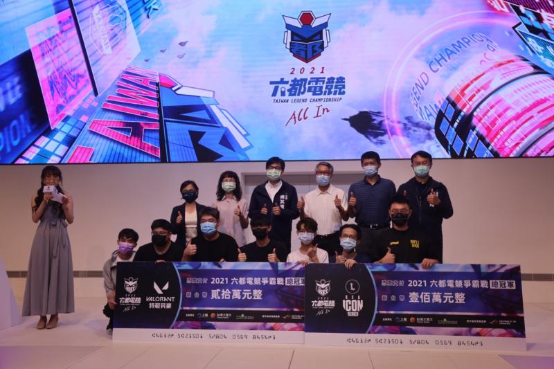 市長陳其邁出席六都電競爭霸戰-明星表演賽,期電競產業能持續推動,培育更多優秀人才。(圖/高市府提供)